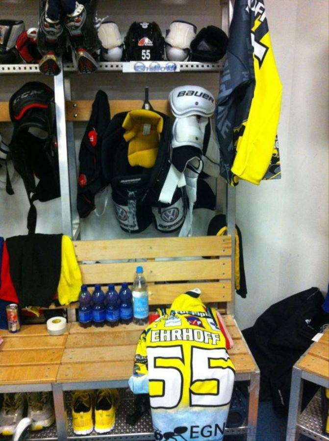 "Catching a glimpse of the ""Krefeld penguin's"" locker room"